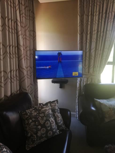 Dstv setup: rustic Bedroom by Rounded Pixels Media