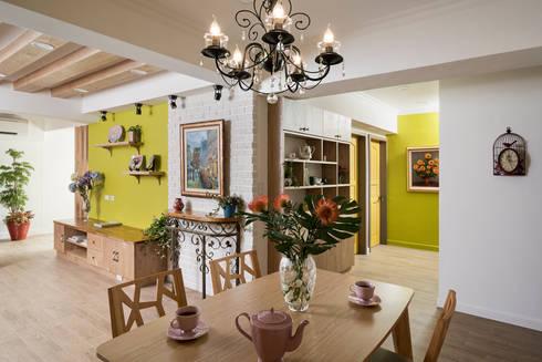 市區45年老屋華麗轉身 恬靜鄉村風:  玄關、走廊與階梯 by 采荷設計(Color-Lotus Design)