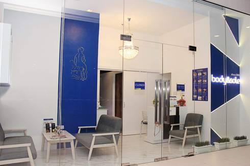 Body & Sole Spa Bonifacio Branch:  Commercial Spaces by Yaoto Design Studio