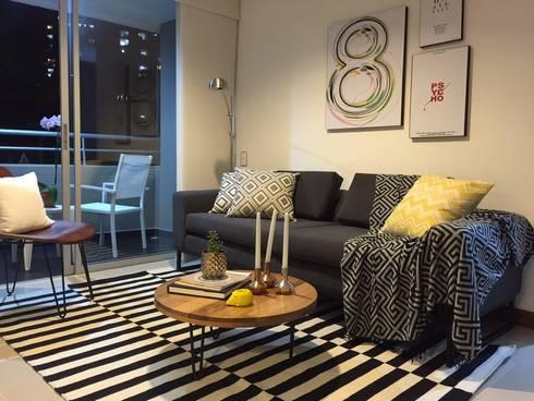 Sala con toques rusticos y color de base gris : Salones de estilo  por Maria Mentira Studio