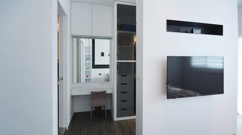 現代意象活力風:  臥室 by 瓦悅設計有限公司
