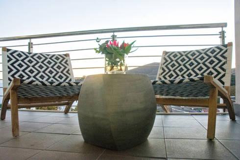 Outdoors on the balcony:  Balconies, verandas & terraces  by Kraaines Interiors - Decor by Cherice