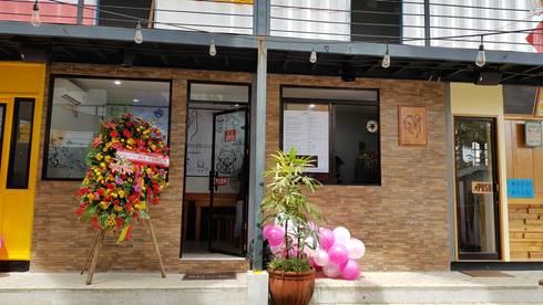 Loy's Chicken Restaurant:  Gastronomy by Yaoto Design Studio