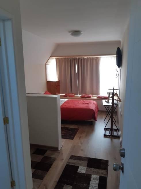 Convertimos una casa en mini hotel: Dormitorios de estilo rústico por Arquitectura & servicios aociados