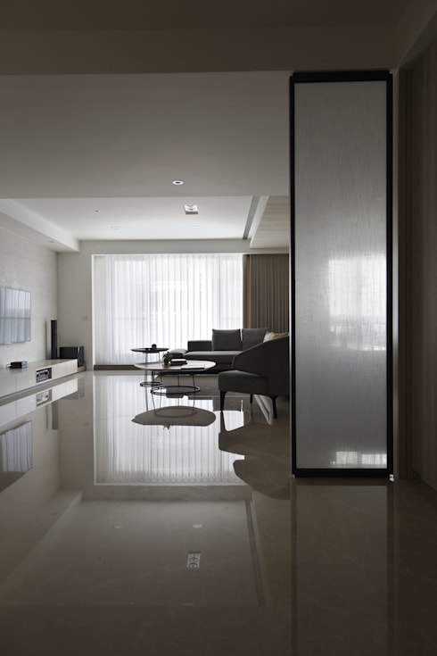 <大樓-3+1房2廳>度假感住宅 貼心三代機能需求:  影音室 by 夏川空間設計工作室