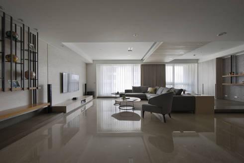 <大樓-3+1房2廳>度假感住宅 貼心三代機能需求:  牆面 by 夏川空間設計工作室