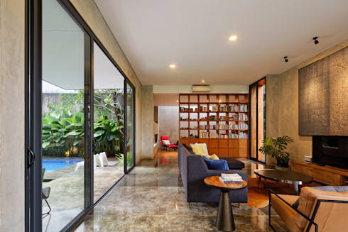 House of Inside and Outside: tropical Living room by Tamara Wibowo Architects
