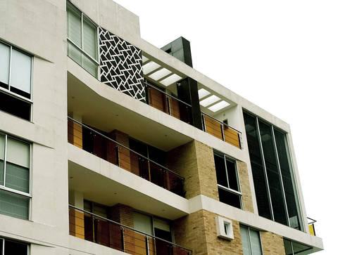 Edificio  C57-Detalle de Fachada: Paredes de estilo  por RIVAL Arquitectos  S.A.S.
