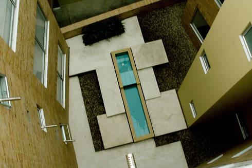 Eificio C57-Zonas comunes: Jardines de estilo moderno por RIVAL Arquitectos  S.A.S.