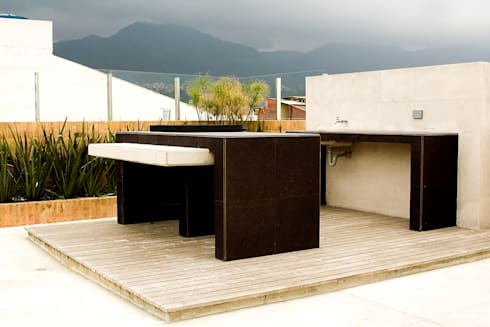 Eificio C57-Terraza BBQ: Terrazas de estilo  por RIVAL Arquitectos  S.A.S.