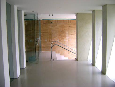 C60-SALON COMUNAL: Pasillos y vestíbulos de estilo  por RIVAL Arquitectos  S.A.S.
