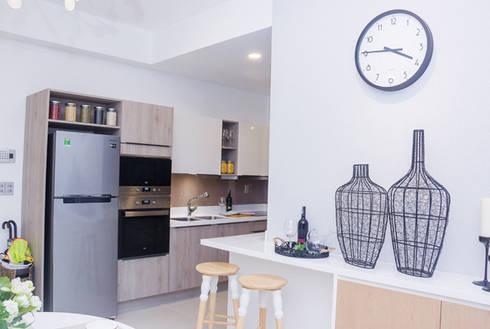 Gia chủ đã lựa chọn các vật dụng trang trí tinh tế nhẹ nhàng.:  Phòng ăn by Công ty TNHH Thiết Kế Xây Dựng Song Phát