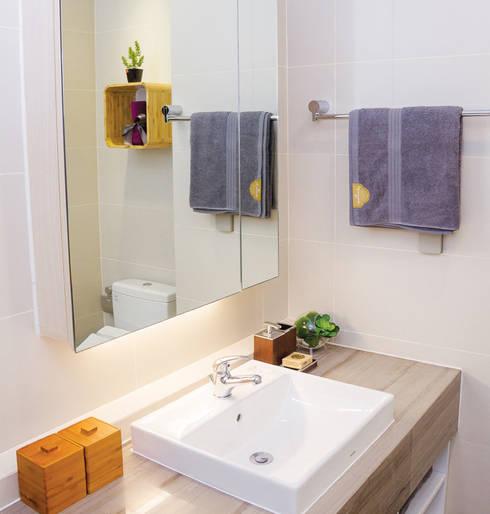 Nhà vệ sinh thoáng, sạch sẽ và vô cùng ngăn nắp.:  Phòng tắm by Công ty TNHH Thiết Kế Xây Dựng Song Phát