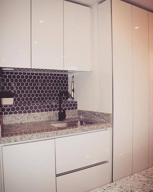 APARTAMENTO GP-43: Cocinas de estilo ecléctico por RIVAL Arquitectos  S.A.S.