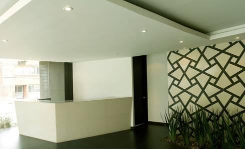 Edificio C57- Lobby-Vestibulo: Pasillos y vestíbulos de estilo  por RIVAL Arquitectos  S.A.S.