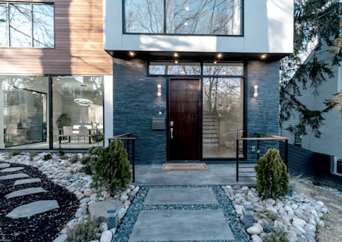 Chesapeake:  Single family home by KUBE Architecture