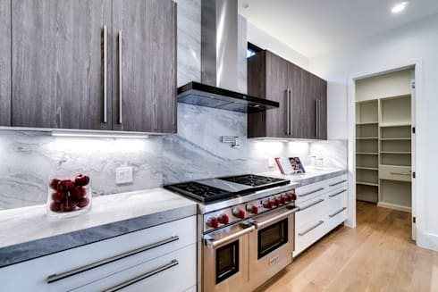 Chesapeake: modern Kitchen by KUBE Architecture