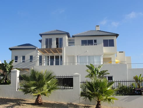 MFH Construction—19 Sunbird Rd, Langebaan:  Balconies, verandas & terraces  by Mills Fine Homes - Construction . Project Management . Design