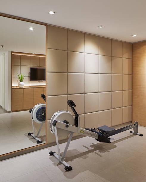 Bewegend anders: moderner Fitnessraum von Koitka Innenausbau GmbH