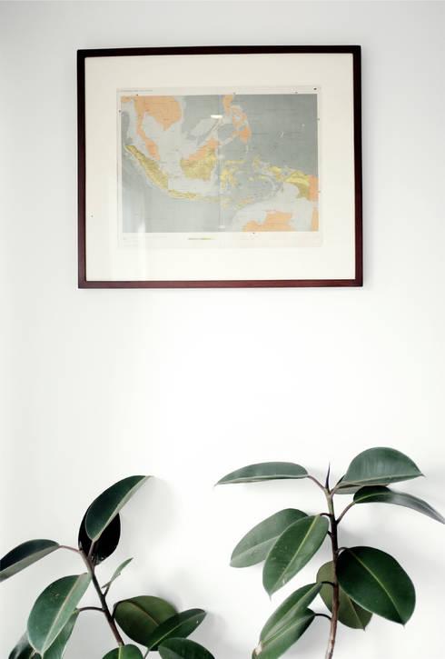 Haba house:  Ruang Keluarga by Dendy dan darman studio