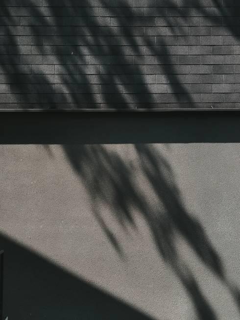 Haba house:  Rumah by Dendy dan darman studio