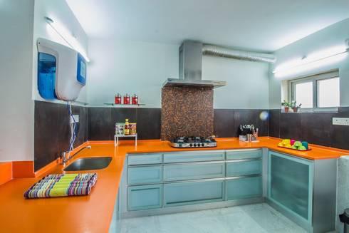 Residence: minimalistic Kitchen by Designism