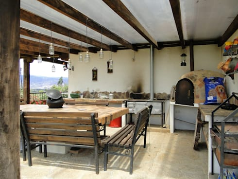 Casa De Campo El Cucharal: Cocinas de estilo clásico por ProEscala- Arquitectos