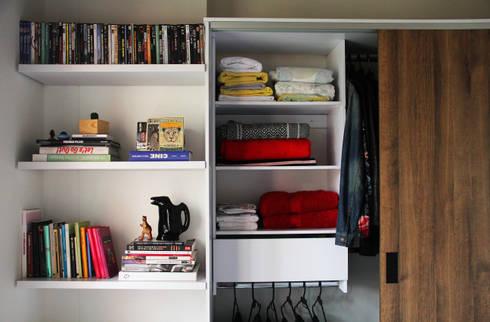 Espacio Final: Habitaciones de estilo minimalista por TRES52 S.A.S
