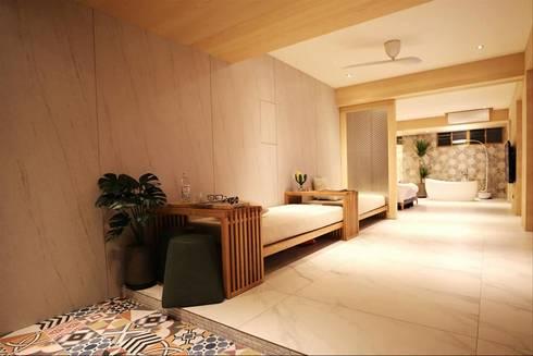 沒有沙發的客廳,使用2組長榻配置空間更有湯屋度假風。:  客廳 by M.W JOINTS |罕氏家居
