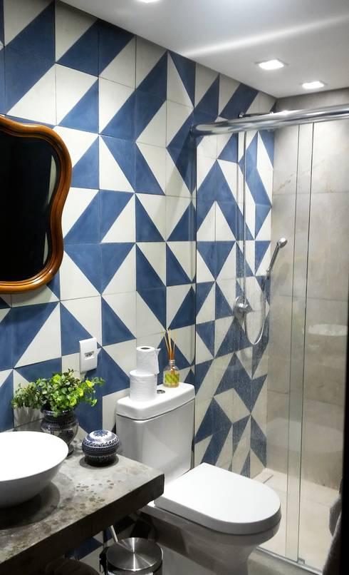 Banheiro Social: Banheiros  por Arquitetura Hentoux