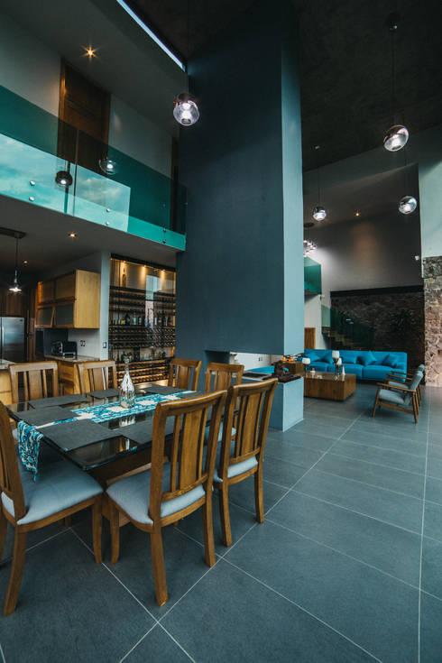 CASA HERRADURA: Comedores de estilo  por Zona Arquitectura Más Ingeniería