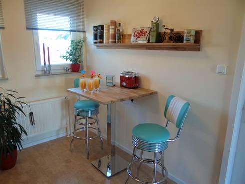 Nachher - Cocktail und Frühstücksraum:   von INTERIORDESIGN - Jedes Geschäft braucht ein Gesicht. Jede Wohnung eine Seele