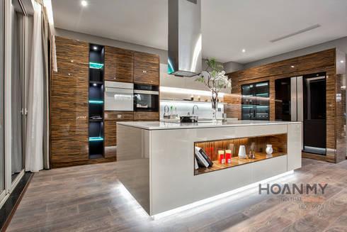 Thiết kế nội thất Gamuda:  Nhà bếp by Thương hiệu Nội Thất Hoàn Mỹ