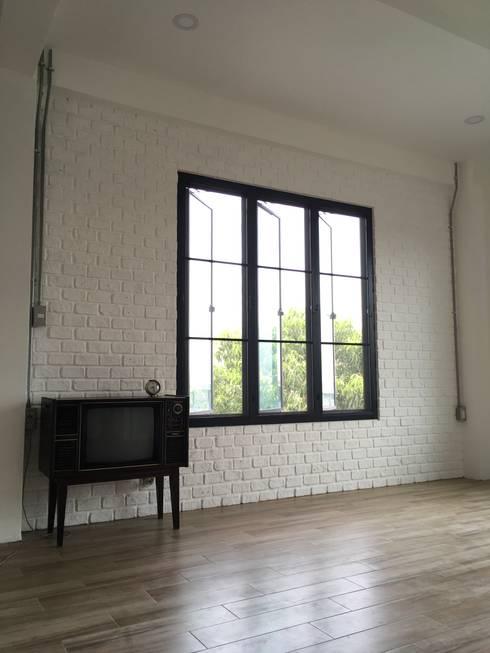 ภายหลังการติดตั้งหน้าต่าง:   by สายรุ้งรีโนเวท