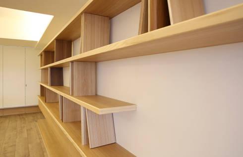 書牆的立板結構:  餐廳 by 王采元工作室