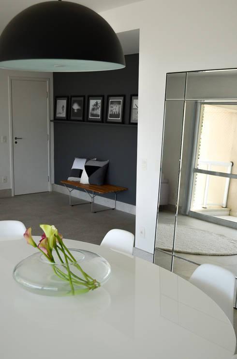 minimalistic Dining room by RP Estúdio - Roberta Polito e Luiz Gustavo Campos