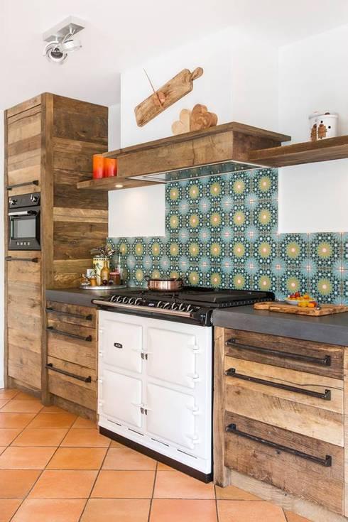 Oud eiken landelijke keuken :  Keuken door RestyleXL