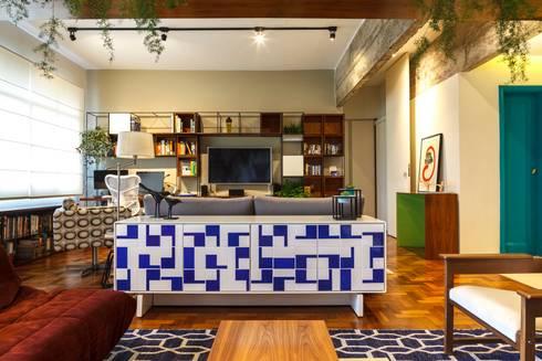 Apartamento Frei Caneca: Salas multimídia modernas por Marcella Loeb