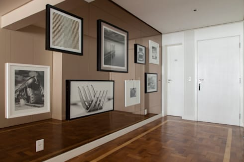 Apartamento Higienópolis: Corredores e halls de entrada  por Marcella Loeb