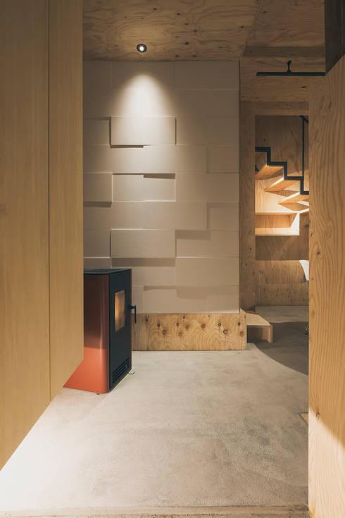 玄関ホール: 一級建築士事務所 Atelier Casaが手掛けた廊下 & 玄関です。