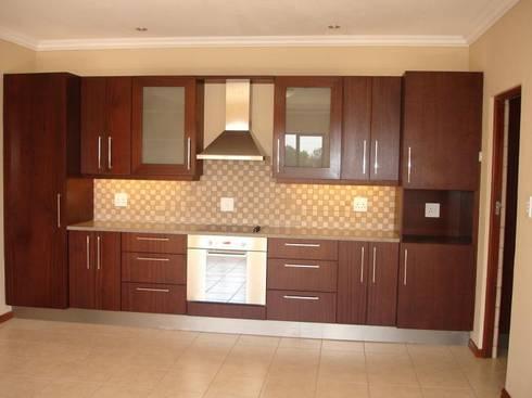 Kitchen Design : modern Kitchen by Nukitchen Interiors