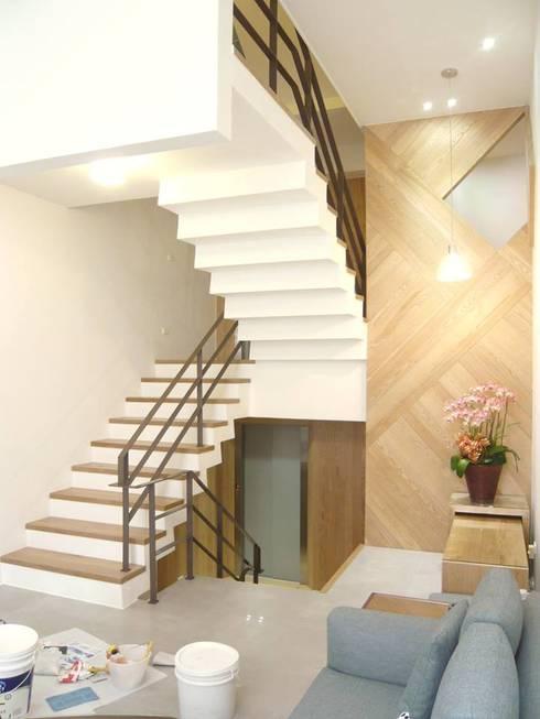 內湖康寧丁公館:  樓梯 by 第宅空間設計