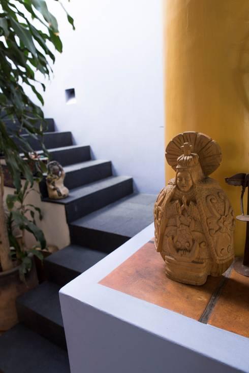 Detalle Escalera: Escaleras de estilo  por Bojorquez Arquitectos SA de CV