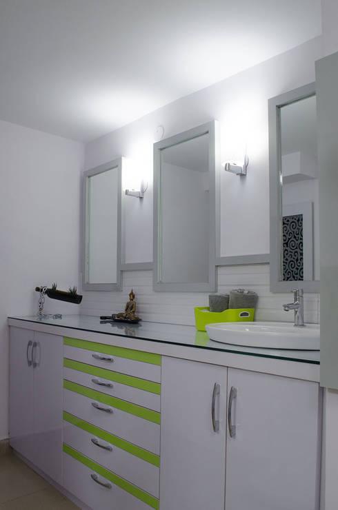 Storage and vanity: modern Study/office by Varun Seth