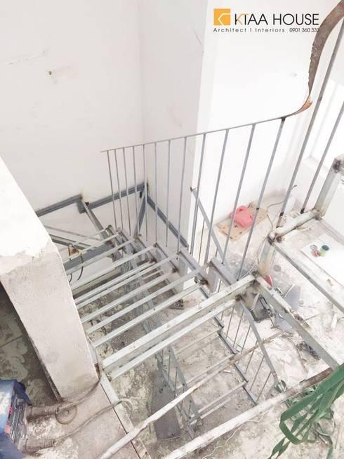 Căn hộ siêu tiết kiệm – Chung cư Ehome 2:  Cầu thang by KTAA HOUSE