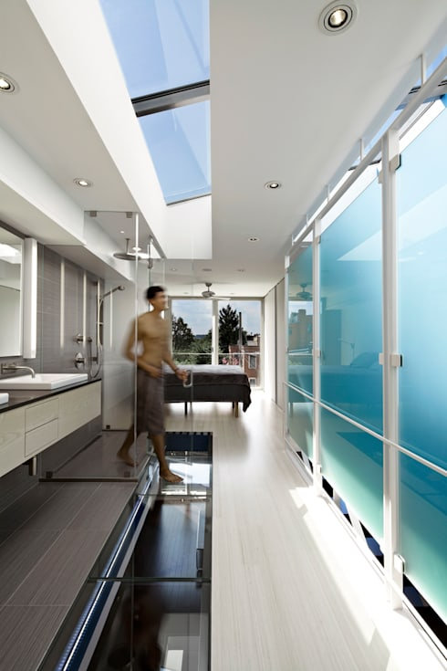 See-Through House: modern Bathroom by KUBE Architecture