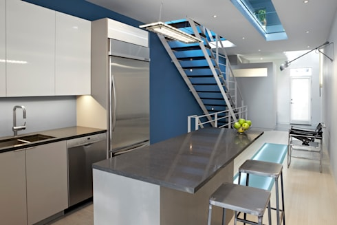 See-Through House: modern Kitchen by KUBE Architecture