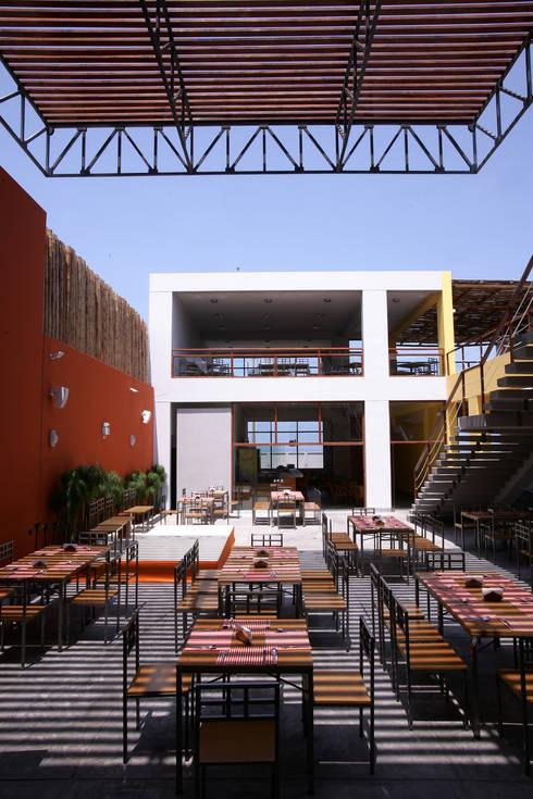 Restaurante ''Mi Propiedad Privada'': Restaurantes de estilo  por Artem arquitectura