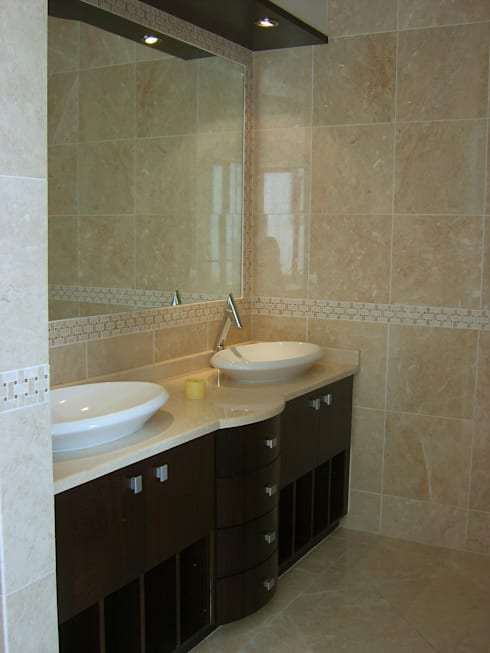 Bathroom at new home building at Blue Valley Golf Estate: classic Bathroom by Metallica Steel Innovators