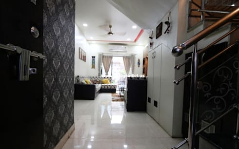 Row house interior designing work:  Corridor, hallway & stairs  by Designaddict